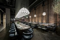 Image 6 of 32 from gallery of Fish Restaurant CATCH / YoDezeen studio. Photograph by Andrii Shurpenkov Design Bar Restaurant, Deco Restaurant, Restaurant Lighting, Restaurant Concept, Modern Restaurant, Oyster Restaurant, Seafood Restaurant, Architecture Restaurant, Interior Architecture