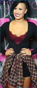 #DemiLovato en body #AmericanApparel :https://livealikeblog.wordpress.com/2014/10/24/demi-lovato-en-body-american-apparel/