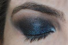 Olhos com sombra azul e preta #makeup #blue #eyes