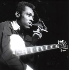 George Benson, during Lou Donaldson's Alligator Bogaloo session, Englewood Cliffs, NJ, April 1967 (photo by Francis Wolff) Jazz Guitar, Music Guitar, World Music, Music Is Life, Happy Birthday George, Francis Wolff, Jazz Players, Guitar Players, Musica Pop