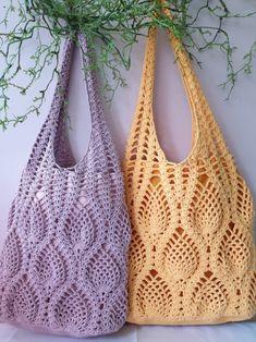 Crochet Pineapple Bag by aliabklynhandmade on EtsyProdukty podobne do Crochet Pineapple Tote Bag w Etsy Crochet Beach Bags, Crochet Market Bag, Crochet Tote, Crochet Handbags, Crochet Purses, Filet Crochet, Crochet Stitches, Knit Crochet, Crochet Patterns