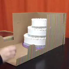 Easy Cake : Transfer your graded & cakes safely with the Tall Window Cake Box. Cake Boxes Packaging, Bakery Packaging, Tall Cakes, 3d Cakes, Cake Videos, Diy Videos, Wedding Cake Boxes, How To Make Wedding Cake, Diy Wedding Video