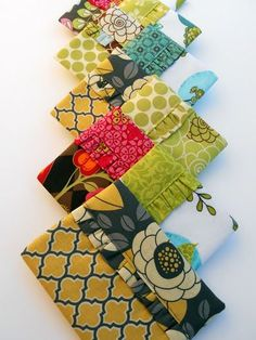 I've been a Snappy Bag fanatic lately -- grabbing every scrap of fabric in sight and whipping it up into one of these adorable bags... ...