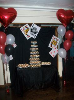 massive cards all round the ceiling, the cupcakes were sets of cards! Vegas Theme, Casino Theme, Birthday Ideas, Birthday Parties, Party Themes, Party Ideas, Vegas Casino, Cupcakes, Ceiling