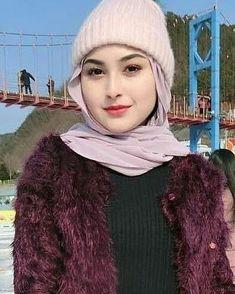 Love it Glamorous - Pemuja Wanita Beautiful Hijab Girl, Beautiful Muslim Women, Beautiful Children, Arab Girls Hijab, Muslim Girls, Hijabi Girl, Girl Hijab, Beauty Full Girl, Beauty