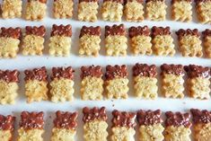 Very popular is this recipe from the Nussstangerln for Christmas biscuits. Delicious Cake Recipes, Healthy Dessert Recipes, Yummy Cakes, Smoothie Recipes, Christmas Biscuits, Cooked Apples, Healthy Meals For Two, Christmas Desserts, Christmas Cookies