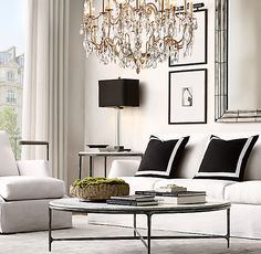 Black and white living room ideas with a slipcovered sofa Living Room Interior, Home Living Room, Home Interior Design, Living Room Designs, Restauration Hardware, Casa Milano, Design Apartment, Formal Living Rooms, Living Room Inspiration