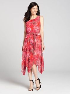 A gorgeous floral print covers this lightweight chiffon dress, giving you a style that's made for Summer. A self-sash ties around the waist for an added element of flattery....3010101-0869