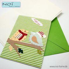 Stell Dir vor: Ein frostiger, schmuddelig kalter Morgen im Dezember. Aber im Briefkasten findest Du einen knallbunten Umschlag, darin eine ungewöhnliche #Grußkarte mit lieben Weihnachtsgrüßen. Ach, da wird es einem gleich ganz warm um´s Herz, oder...  Handarbeit, die Motive wurden geschnitten und geklebt, das Papier ist handbedruckt. Alles umweltfreundlich... Jede #Karte als Set mit farbigem #Umschlag. #NOI #NOIhamburg #Papeterie #Grußkarte #Weihnachten #Advent  Material: #Papier
