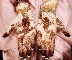 Mehndi is derived from the Sanskrit word mendhika. Mehndi Designs are also called as henna designs and henna tattoos.In Indian marriages there are so many things which are very important, in all mehndi also playing a great role in marriages. Arabic Bridal Mehndi Designs, Pakistani Mehndi Designs, Mehndi Design Images, Latest Mehndi Designs, Mehndi Designs For Hands, Rajasthani Mehndi, Arabic Design, Henna Tattoo Designs, Mehandi Designs