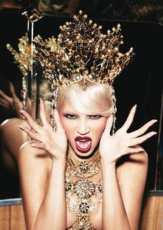 Beyonce 4 album shoot with Ellen von Unwerth Beyonce Album, Beyonce Photoshoot, Ellen Von Unwerth, Queens Tiaras, Beyonce Knowles, Queen B, Tiaras And Crowns, Headdress, Gold Headpiece