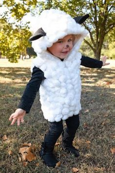Each of these adorable last minute Halloween costumes require uses just one homemade piece that requires no sewing. Add in pants and a shirt for an easy Halloween costume. Diy Sheep Costume, Farm Costumes, Animal Costumes For Kids, Sheep Costumes, Nativity Costumes, Carnival Costumes, Diy Costumes, Baby Lamb Costume, Dress Up Costumes