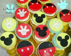 """Cupcakes """"Topolino"""" Info: 389 9355816 anche WhatsApp #cupcakestopolino #mickeymousecupcake #torteartistiche #cupcakes #tortebambini #topolino #mickeymouse"""