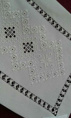 Vintage Set of Madeira Linen Napkins with Hand Done Embroidery Embroidery Designs, Types Of Embroidery, Learn Embroidery, Hand Embroidery Stitches, Embroidery Techniques, Ribbon Embroidery, Cross Stitch Embroidery, Cross Stitch Designs, Cross Stitch Patterns