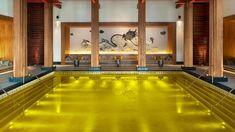 Piscina del St Regis Lhasa Resort in Cina