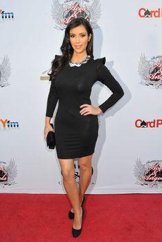 Conoce la vida de la sensual Kim Kardashian y entra en su clóset, en donde el negro es su color favorito.