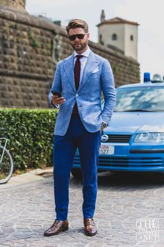 TheTrendSpotter captures the best street style at day three at Pitti Immagine Uomo 88 Spring/Summer Blue Blazer Outfit Men, Blazer Outfits Men, Royal Blue Suit, Blue Suits, Cool Street Fashion, Street Style, Light Blue Blazers, Gentleman Style, Style Guides