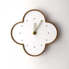 チークの壁掛時計 白の画像