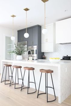 grey kitchen interior Elegant White Kitchen Interior Designs Modifying your kitchen flooring is one of the greatest ideas to provide the kitchen with a zazzy new appearance. White Kitchen Interior, Home Decor Kitchen, Interior Design Kitchen, New Kitchen, Home Kitchens, Kitchen Dining, Kitchen White, Kitchen Modern, Modern White Kitchens