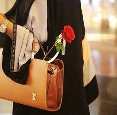 bag, girl, and hijab image Abaya Dubai, Beautiful Hijab, Beautiful Hands, Dubai Fashionista, Arab Swag, Stylish Hijab, Islam Women, Mode Abaya, Stylish Dpz
