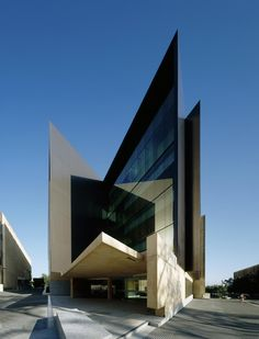 Sir Llew Edwards Building at University of Queensland in Brisbane | Incredible Pictures