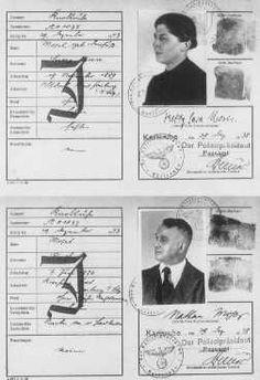 """Passaportes emitidos para um casal de judeus alemães, com o """"J"""" de """"Judeu"""" carimbado nos documentos. Karlsruhe, Alemanha. 29 de dezembro de 1938."""