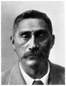 The late Mahuta Potatau Te Wherowhero, son of King Tawhiao, of Waikato. Tiki Tattoo, Maori People, Polynesian Culture, People Art, First Nations, Deep Thoughts, Black History, Old Photos, New Zealand