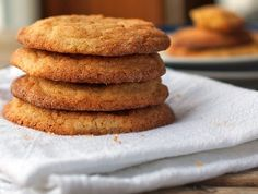 These simple brown sugar cookies are crunchy on the outside and chewy on the inside. A favorite recipe from a family friend who is a caterer! Brown Sugar Cookies, Soft Chocolate Chip Cookies, Baking Recipes, Cookie Recipes, Dessert Recipes, Cookie Ideas, Yummy Recipes, Low Carb Deserts, Delicious Desserts