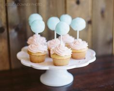 Divertidos cupcakes con adorno de algodón de azúcar! / Fun cupcakes with cotton candy decoration!