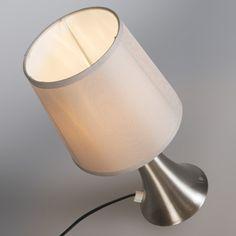 Tischleuchte Wink taupe Touch - Welch eine Schönheit! Tischleuchte Wink ist das richtige für alle, die modernes Design kombiniert mit Funktionalität schätzen. Die elegante Tischleuchte ist besonders praktisch dank ihrer innovativen Touch-Bedienung. Mit dieser können Sie die Leuchte durch einfaches Berühren in drei Stufen schalten. Super handlich und praktisch! #Lampenundleuchten.at #Tischleuchte #Innenbeleuchtung #Lampe