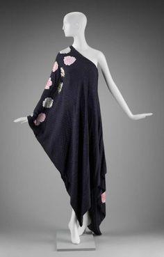 Dress    Arnold Scaasi, 1970s    The Museum of Fine Arts, Boston