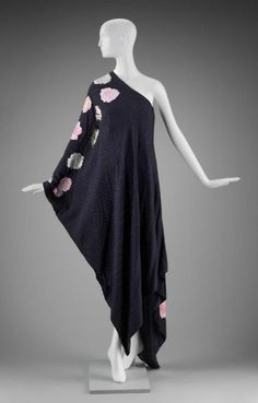 Dress  Arnold Scaasi, 1970s  The Museum of Fine Arts, Boston