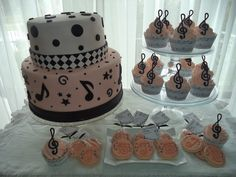 Dulces y Colores: 15 años musicales Bolo Musical, Music Cakes, Music Party, Sweet 16, Dog Bowls, First Birthdays, Musicals, Candy, Desserts