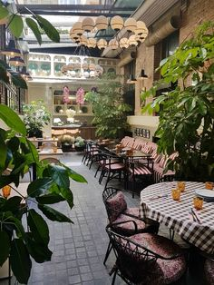 Italian Restaurant Decor, Outdoor Restaurant, Madrid Restaurants, Coffee Restaurants, Italian Bar, Italian Villa, Trattoria Italiana, Bar Madrid, Beach Bars