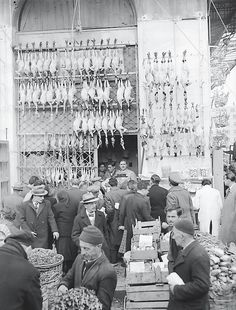 Athens food market (Varvakios Agora), Photo by Kostas Megaloekonomou Archive / Benaki Museum Photographic Archive Greece Still Photography, History Of Photography, Photography Lessons, Old Pictures, Old Photos, Vintage Photos, Athens Food, Benaki Museum, Yesterday And Today