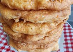 Plăcinte simple cu iaurt și bicarbonat, rețetă de Camelia Fechete - Rețete Cookpad Yummy Food, Tasty, Bread And Pastries, Fruit Drinks, Food Cakes, Hot Dog Buns, Apple Pie, Cake Recipes, Deserts