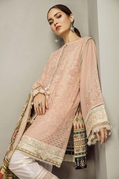 Silk Dupatta, Personalized Products, Baroque, Layouts, Kimono Top, Sari, Sleeves, Outfits, Beauty