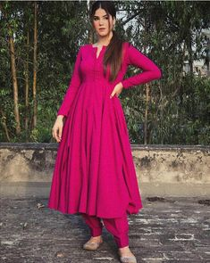Party Wear Indian Dresses, Designer Party Wear Dresses, Pakistani Dresses Casual, Indian Fashion Dresses, Indian Gowns Dresses, Kurti Designs Party Wear, Dress Indian Style, Pakistani Dress Design, Indian Designer Outfits