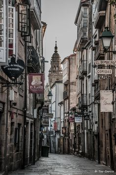 Al que madruga.No le pisan by Teo Garcia Lopez on Beautiful Space, Beautiful World, Camino Walk, Places To Travel, Places To Go, Beautiful Architecture, Adventure Awaits, Pilgrimage, Dream Vacations