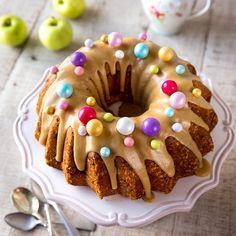 Vanilja-omenapiirakka pellille   Reseptit   Kinuskikissa Doughnut, Sweet Tooth, Yummy Food, Baking, Desserts, Cakes, Kite, Pies, Tailgate Desserts