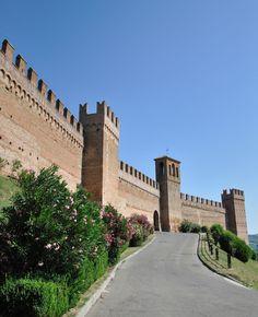 Pesaro Urbino Gardara mura del castello