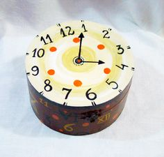 """Cutie pictata """"Ceas"""" Painted Shoes, Cooking Timer, Handmade, Hand Made, Handarbeit"""
