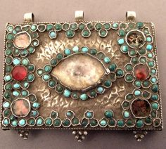 Uzbekistan | Silver and glass paste pendant dating from the late 19th century from Khorezm, probably the capital of this province, the city of Urgench (western Uzbekistan) | 550€