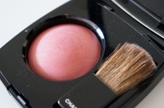 Kerri from Beauty & Things review Chanel Joues Contraste Powder Blush in Rose Petale.