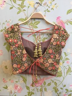 blouse designs Swati Manish - Blusenmuster First things first – get your stuff together. Blouse Back Neck Designs, Saree Blouse Patterns, Designer Blouse Patterns, Fancy Blouse Designs, Bridal Blouse Designs, Lehenga Blouse, Designer Saree Blouses, Latest Blouse Designs, Indian Blouse Designs