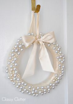Elegant White Vintage Christmas Decoration Ideas 44 - New Ideas Wreath Crafts, Diy Wreath, Door Wreaths, White Wreath, Wreath Ideas, Ornament Wreath, Diy Crafts, Christmas Holidays, Christmas Wreaths