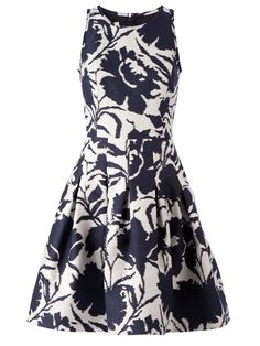 Shop Oscar de la Renta flower print flared dress in Julian Fashion from the world's best independent boutiques at farfetch.com. Shop 300 boutiques at one address.