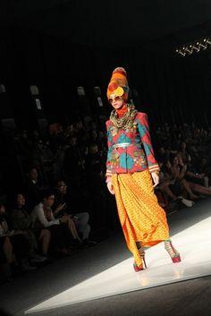 Safari Troops by Dian Pelangi (Jakarta Fashion Week 2013)