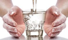 """Como reikiano de qualquer nível você pode """"tratar"""" tudo com Reiki incluído a agua para beber.Esta é uma técnica que você pode usar para melhorar a qualidade da água potável com o Reiki. Para isso siga estes passos: Limpe sua mente e inicie o fluxo de Reiki; Coloque as mãos em torno do recipiente de … Continuar a lerAgua Reiki. Aprenda como fazer. →"""