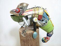 Dier sculpturen van gerecycled materiaal